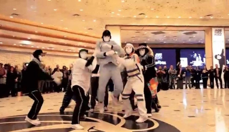 Jabbawockeez Uptown Funk Flashmob at MGM Grand Hotel